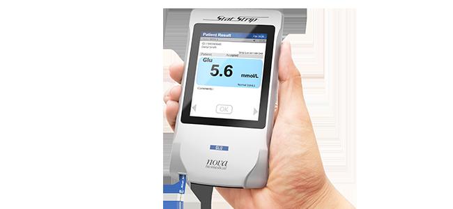 StatStrip® Connectivity Glukose/Ketone Teststreifensystems für die Blutzuckermessung am Point-of-Care von Nova Biomedical®.